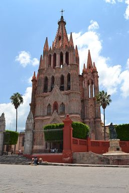 Iglesia de San Miguel de Allende. Via wikimedia commons